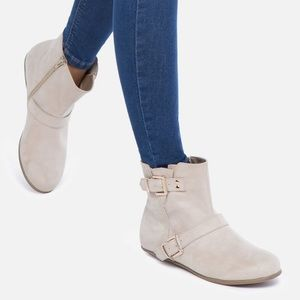 SHOEDAZZLE taupe Sayde bootie NWOT size 8